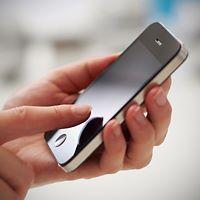 Avid selfoon gebruik deur die kollege kinders wat gekoppel is aan angs, laer grade