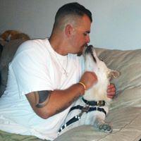 Adam`s storie: hoe `n hond gehelp om `n veteraan met PTSV